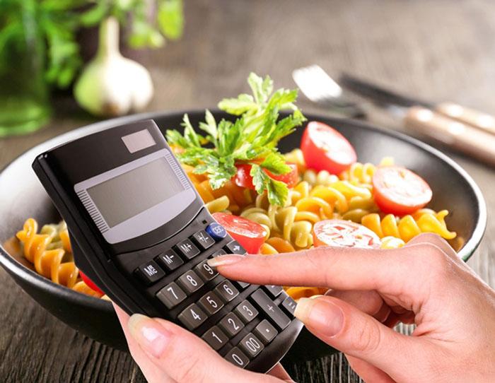 Занижение количества калорий и другие ошибки, которые мешают потере веса на диете