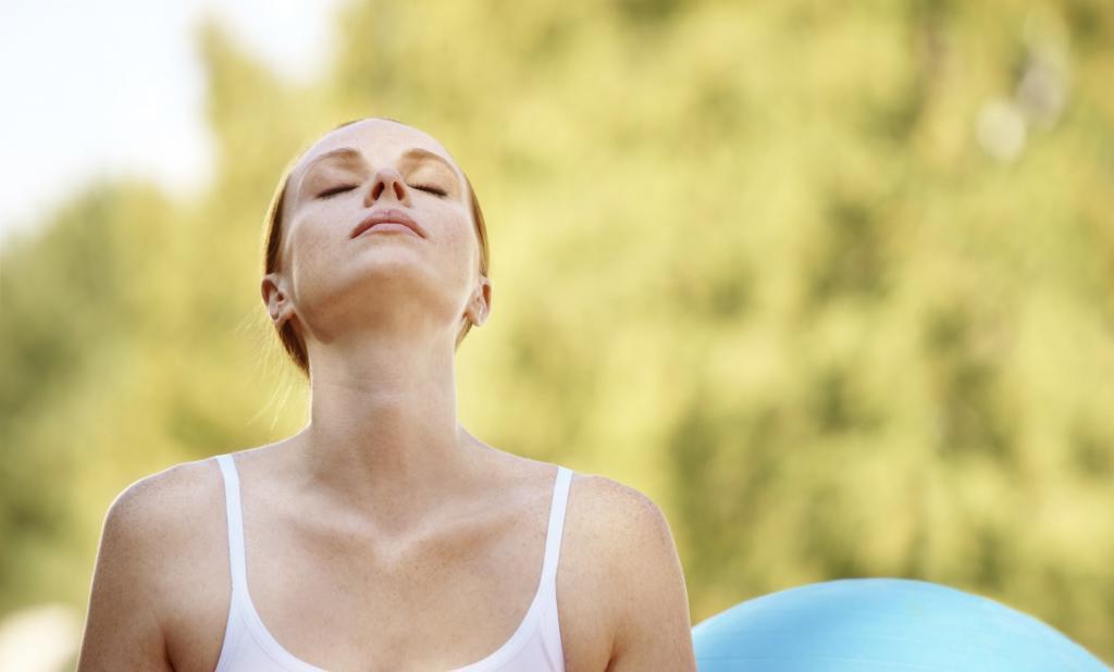 Прогулки, растяжка, дыхательные упражнения и другие способы справиться со стрессом, которые помогают мне за 15 минут