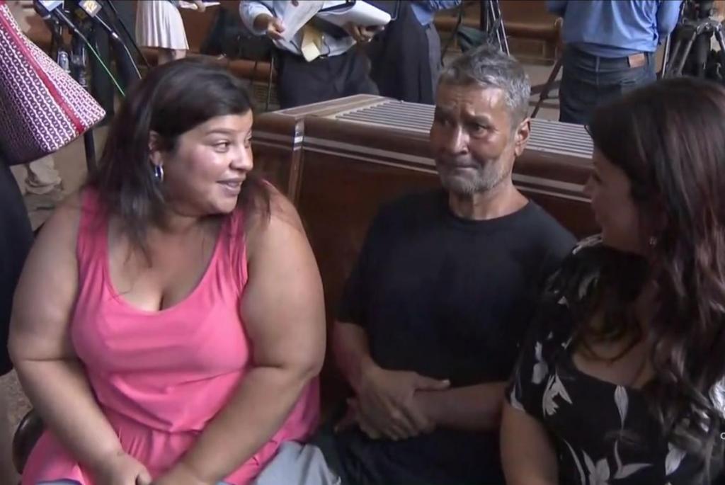 Мужчина бросил жену и дочерей. 24 года он был бездомным, а потом решил разыскать детей