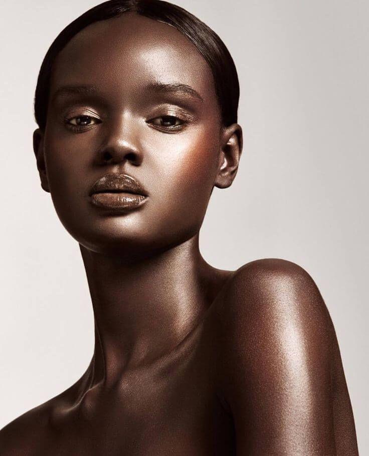 Миллионы людей восхищаются внешностью австралийской модели, но мало кто знает, насколько сложным был ее путь к славе