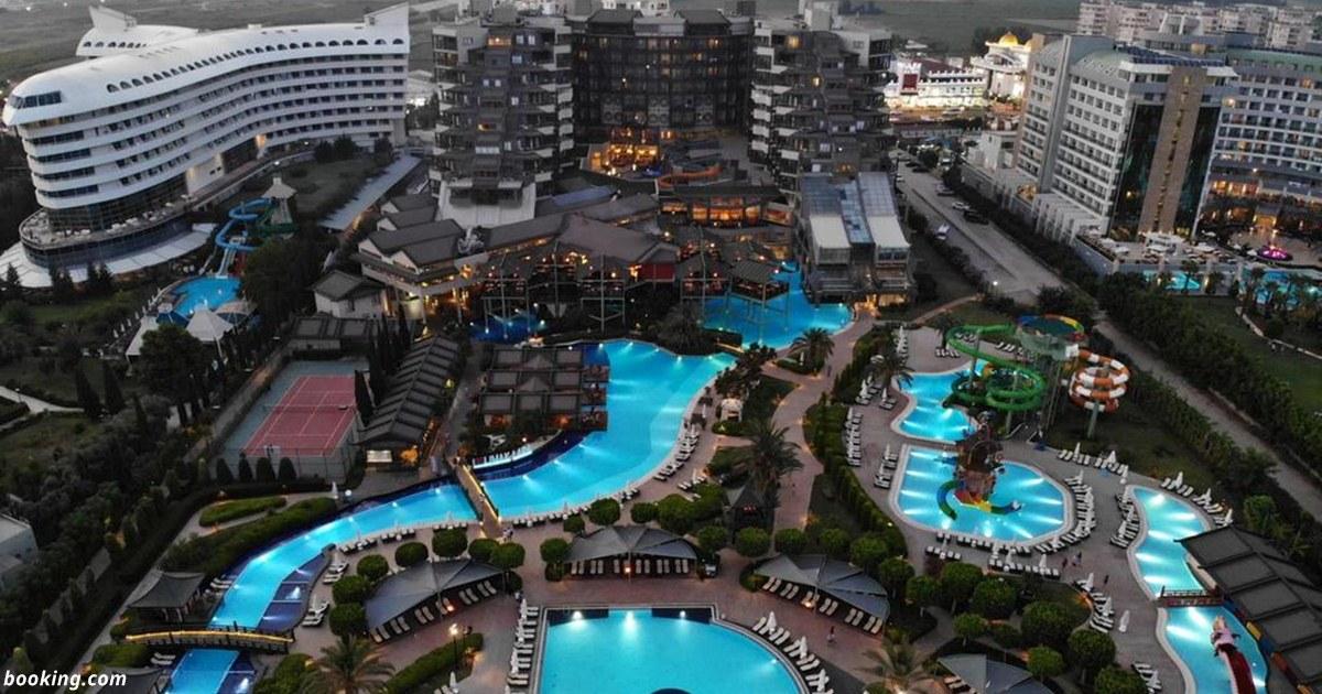 ЧП в Турции: Сотни людей отравились в отеле, есть погибшие