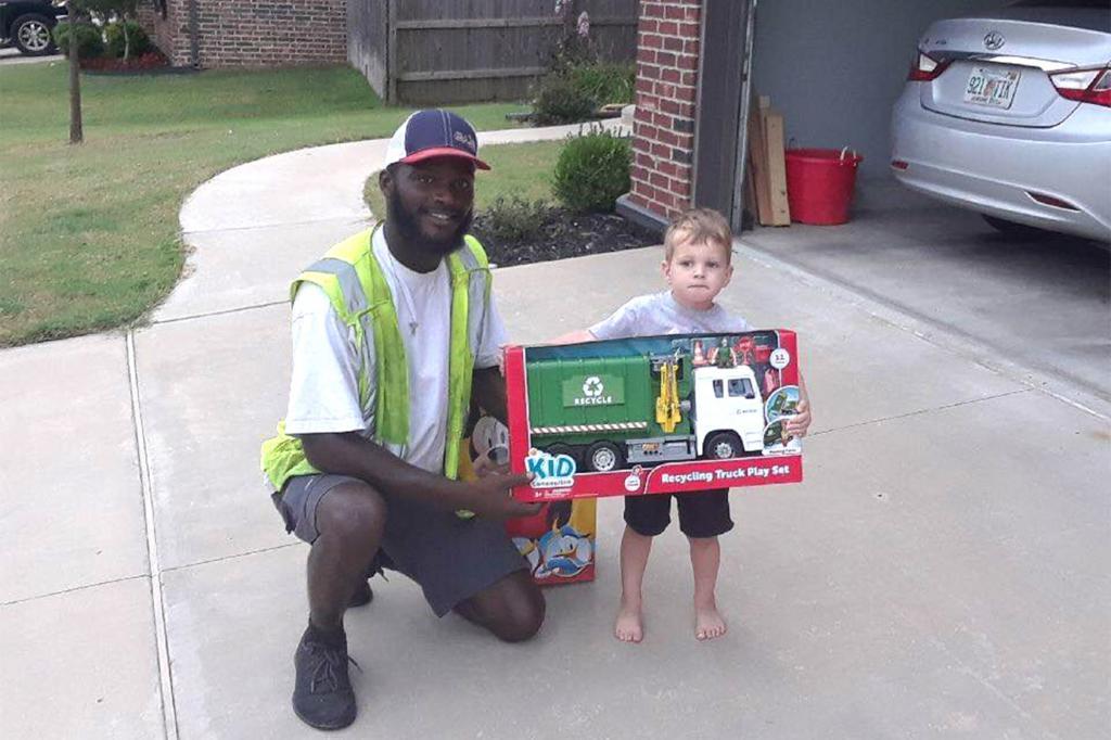 Маленький мальчик каждый день выходил на улицу, чтобы поприветствовать уборщиков мусора. В день рождения его ждал сюрприз