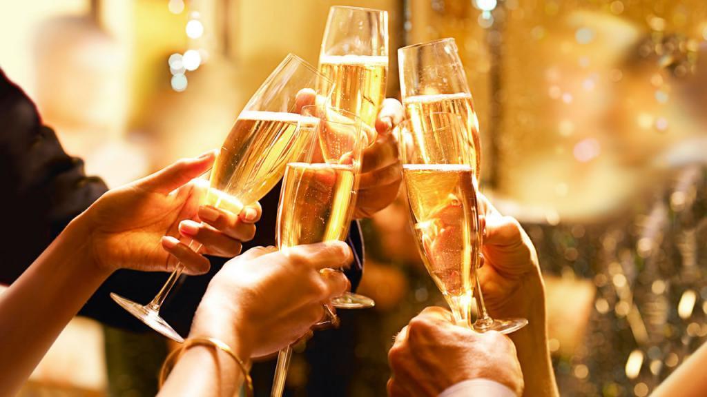 Почему после шампанского болит голова даже больше, чем после крепких спиртных напитков