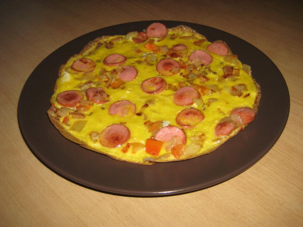 С этого блюда можно начинать день: быстрый и очень вкусный омлет-пицца
