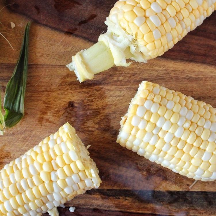 Вкусная карамелизированная кукуруза, приготовленная в духовке. Рецепт пикантной закуски