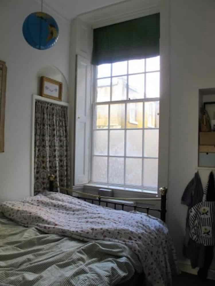 Мне надоели обычные шторы и жалюзи. Я беру ненужный тюль и за час преображаю свое окно