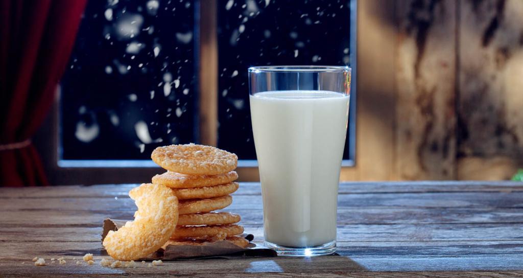 Молоко необходимо пить на ночь: правила потребления определенных продуктов