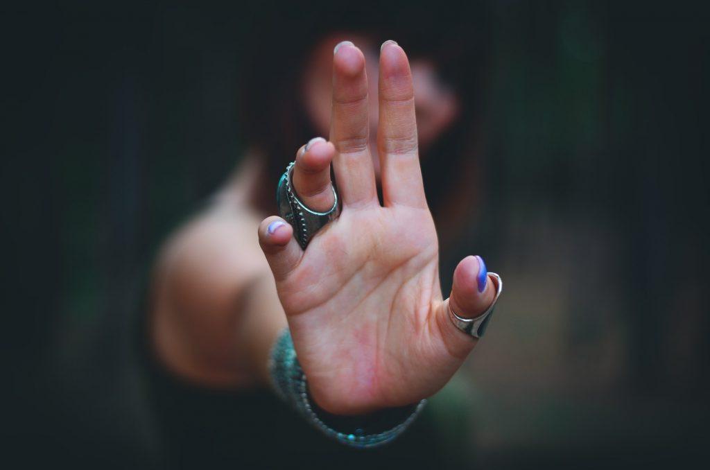 Защитят от плохого взгляда и завистников: 5 вещей, которыми можно пользоваться каждый день