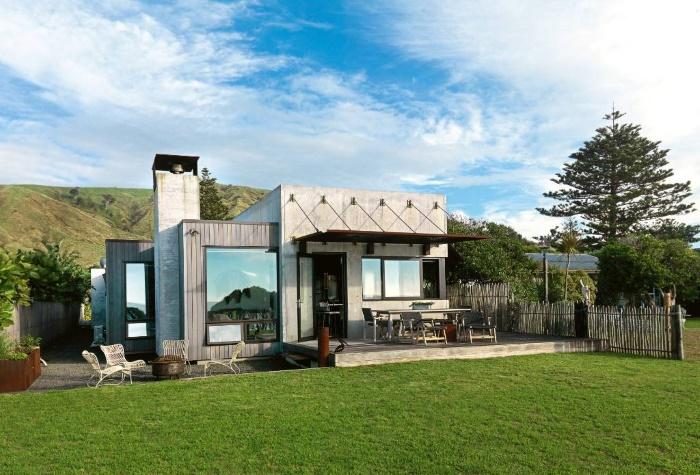 Супруги построили дом из бетона, стекла и стали: внутри неожиданно уютно