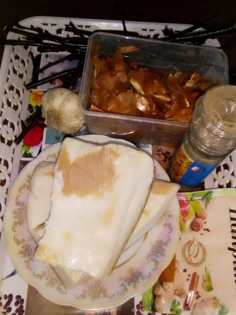 Подружка украинка научила готовить вкусное сало в рассоле с вишневыми ветками. Делюсь пошаговым рецептом