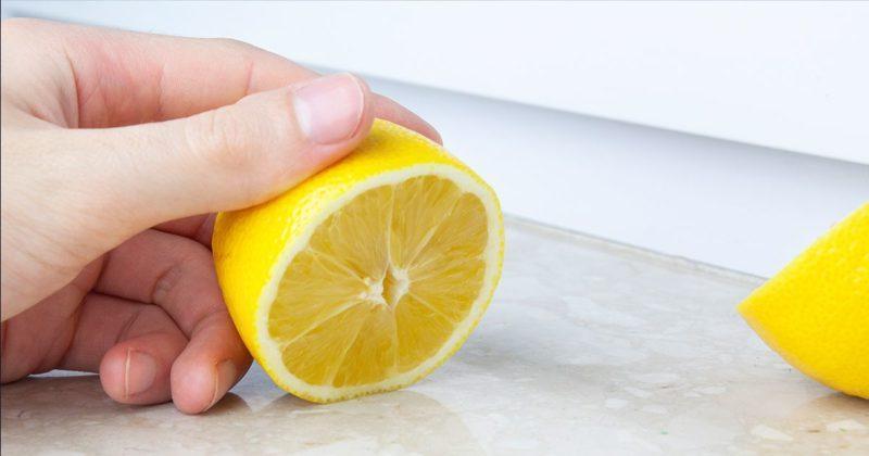 Мама стала класть возле кровати половинку лимона. Я решила тоже так делать