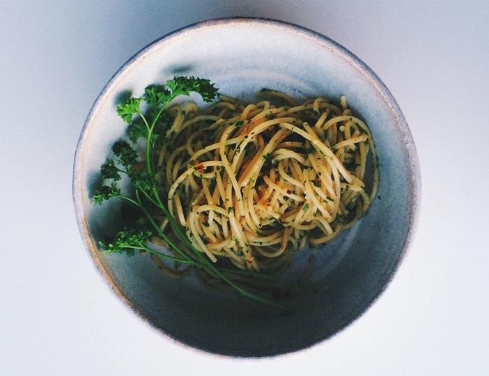 Пикантные спагетти с петрушкой: делюсь элементарным рецептом сытного и вкусного блюда