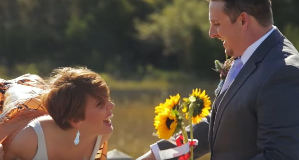 В семейную жизнь с юмором. Жених ожидал увидеть невесту в свадебном платье, но она предстала перед ним в другом