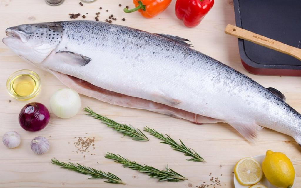 У моей тетушки из Одессы всегда на столе вкуснейшая красная рыба. Она поделилась рецептом и рассказала, как выбрать замороженный продукт