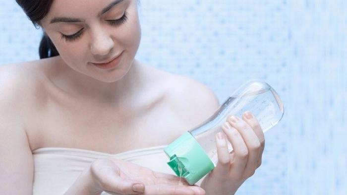 Подруга использует детское масло в своих целях: оно ей помогает в быту и в уходе за собой