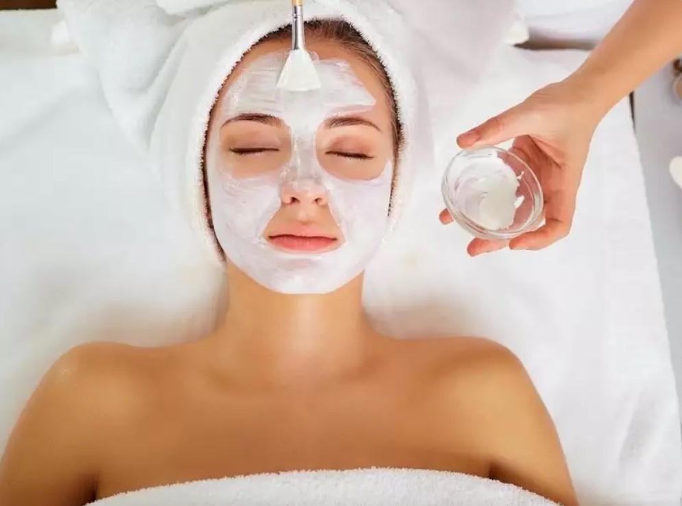 Азиатские лайфхаки по уходу за собой: от угольных масок до специального массажа