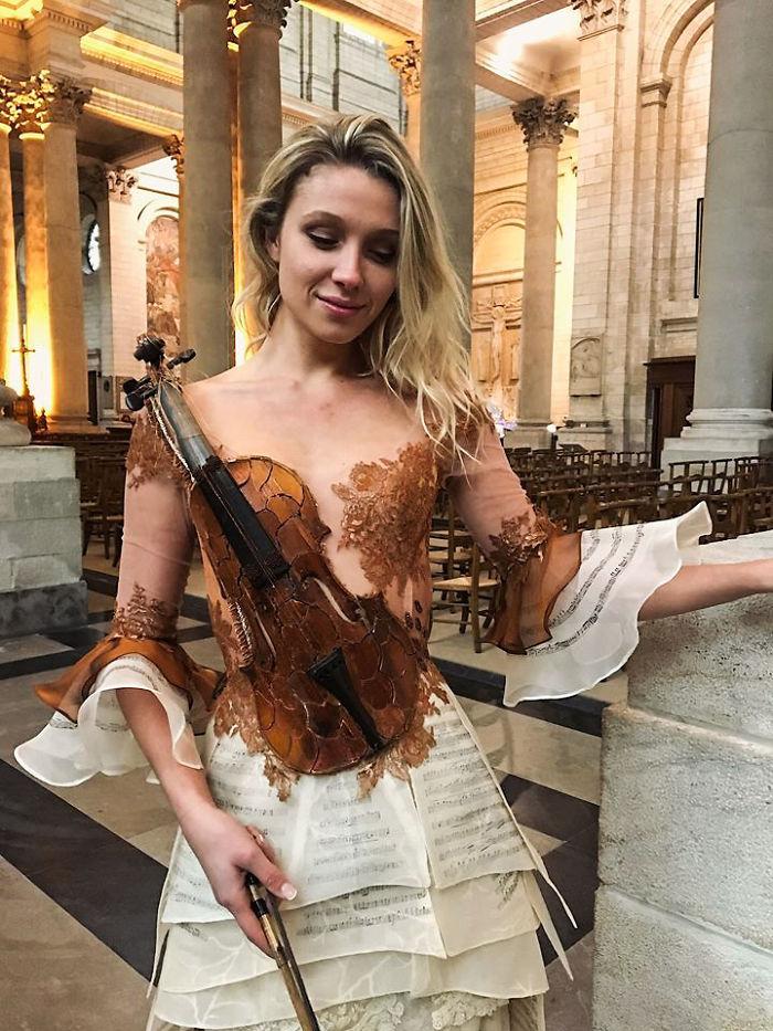 Французский дизайнер Сильви Факон создает фантастические платья с необычным орнаментом