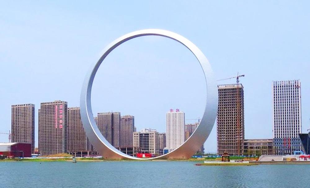 10 доказательств того, что современная архитектура не знает границ: кольцо высотой с 56-этажный дом, а также экскаватор весом 13,5 тонн