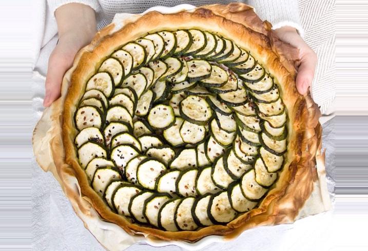 Рекомендую в качестве полезного перекуса: простой кабачковый пирог из магазинного теста