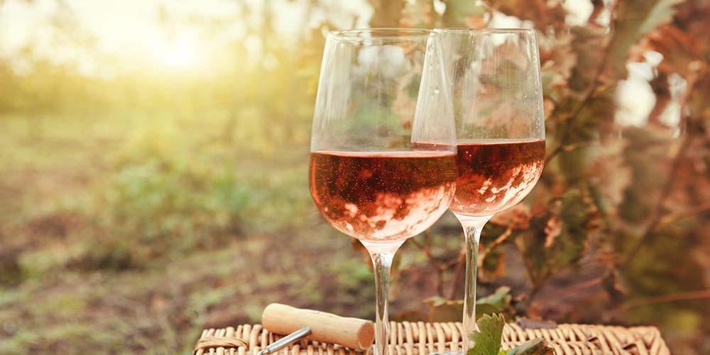 В Мельбурне открылся винный фонтан. Все желающие могут угоститься изысканным красным и розовым алкогольным напитком