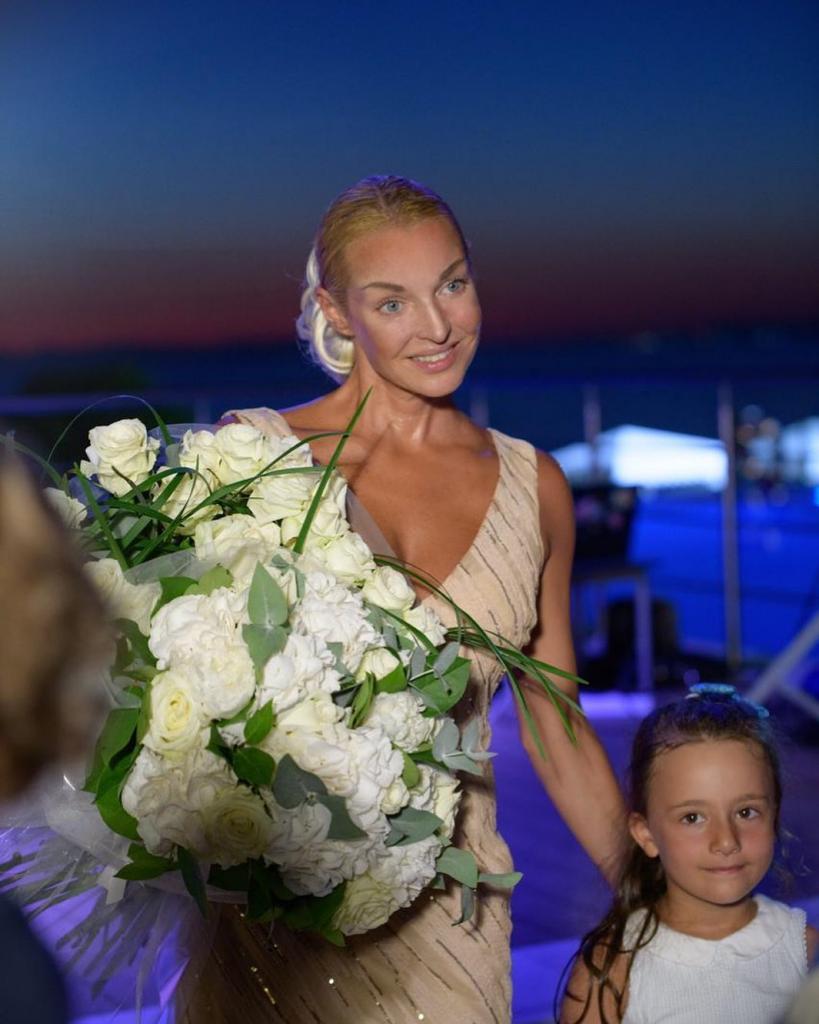 Анастасия Волочкова выложила фото с отдыха в Греции и призналась, что работает даже там