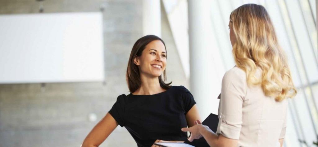 Говорить прямо, сделать комплимент: 5 способов эффективно попросить об одолжении и не чувствовать себя неловко