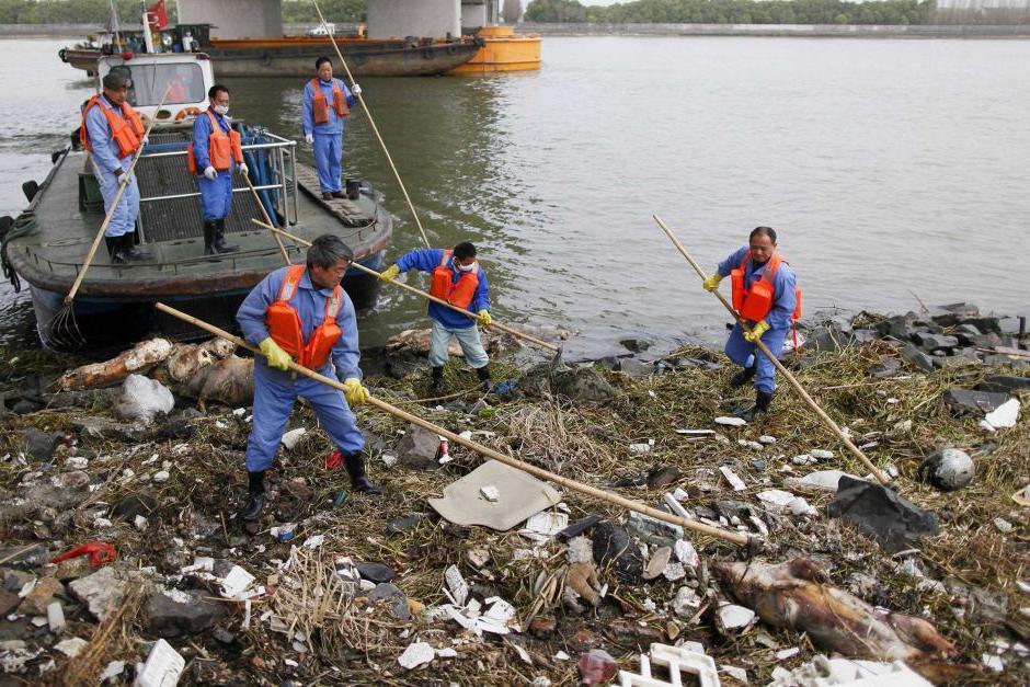 15 летняя борьба уборщика с загрязнением реки, которая снабжает 2 миллиона человек водой, дала результат