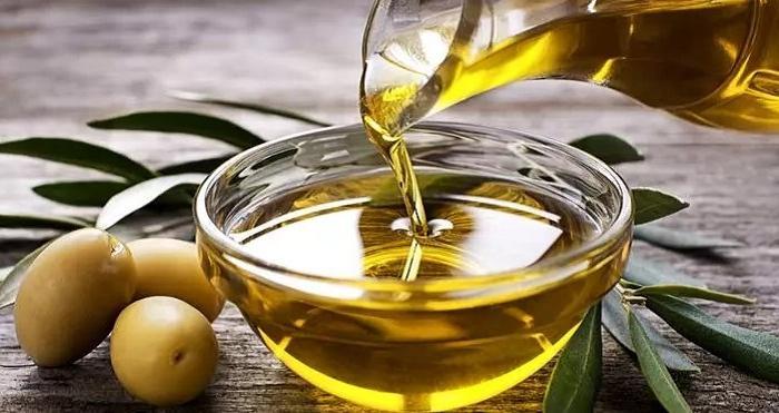 Косметологи советуют несколько рецептов против акне с касторовым маслом, цинком и другими бюджетными средствами