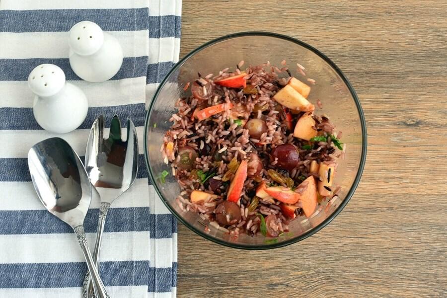 Вкусный салат из дикого риса и свежих яблок. Рецепт приготовления фруктового блюда