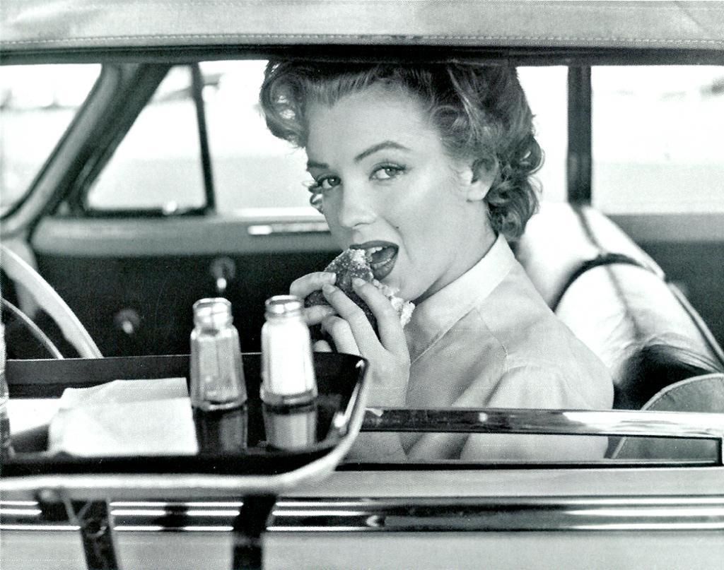 Секреты красоты легендарной Мэрилин Монро: для современных женщин они покажутся настоящим кошмаром