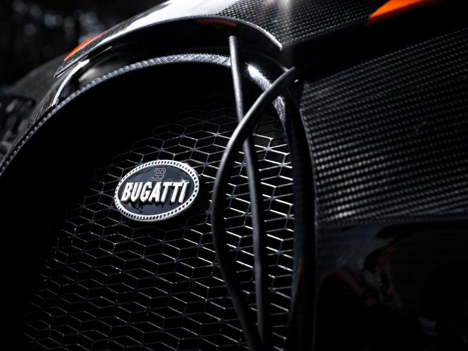 Новый гиперкар Bugatti за 3,9 миллиона долларов побил мировой рекорд скорости