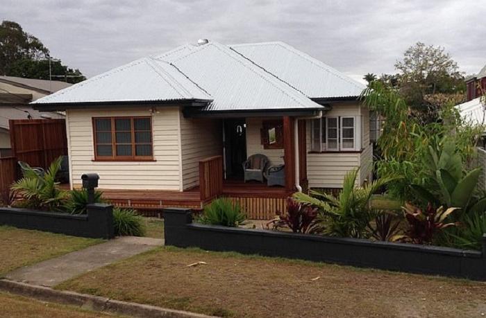 Муж с женой решили отремонтировать довоенный дом, превратив его в райское жилье