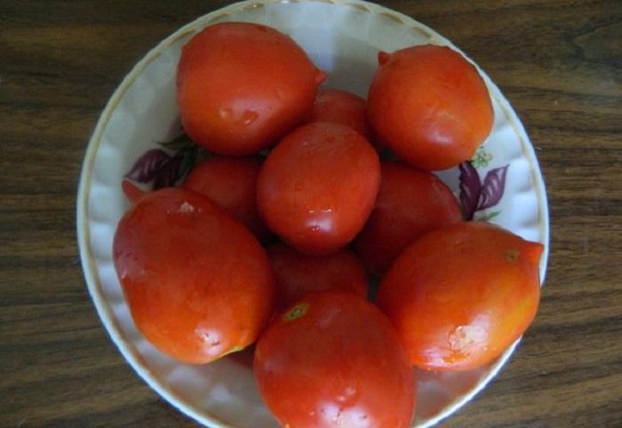 Вкусные вяленые помидоры я готовлю в духовке. Зимой они станут отличным дополнением ко многим блюдам: рецепт