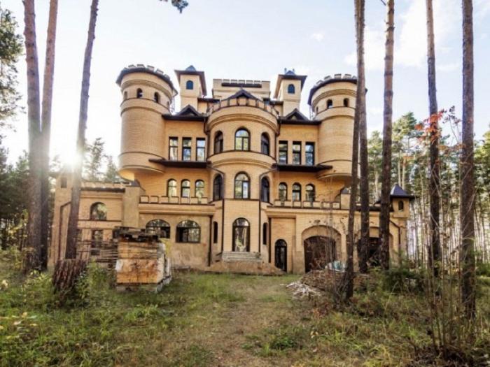 Роскошные жилища в России, которые хозяева никак не могут продать: фото