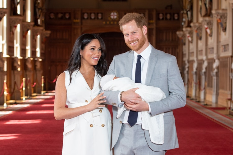 Мамин или папин? Меган Маркл и Гарри показали, на кого похож их 5 месячный сынишка Арчи
