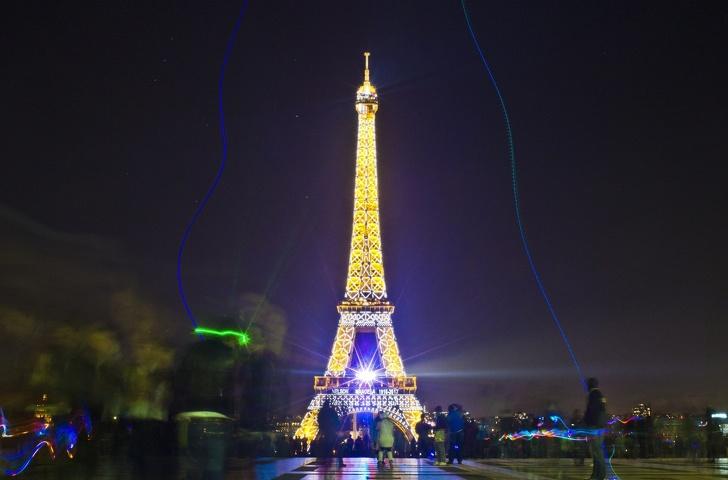 Эйфелеву башню нельзя снимать ночью. Факты, звучащие невероятно, но это правда