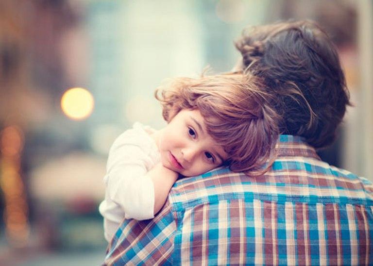 Муж неожиданно пришел домой и увидел, что его маленькая дочь варит борщ. Это разрушило его семью