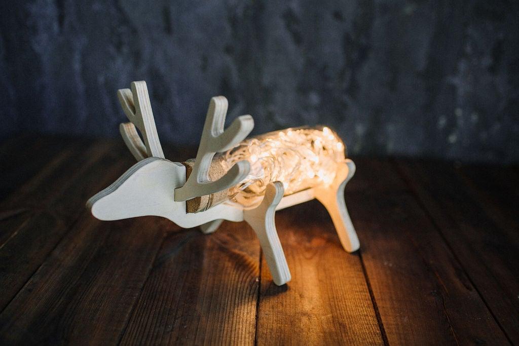 Я люблю подарки, которые сделаны своими руками: на день рождения сын порадовал меня светильником в виде оленя, который смастерил сам