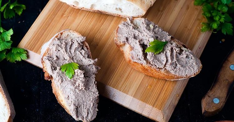 На завтрак часто готовлю паштет для бутербродов из тунца и яиц: получается вкусная закуска