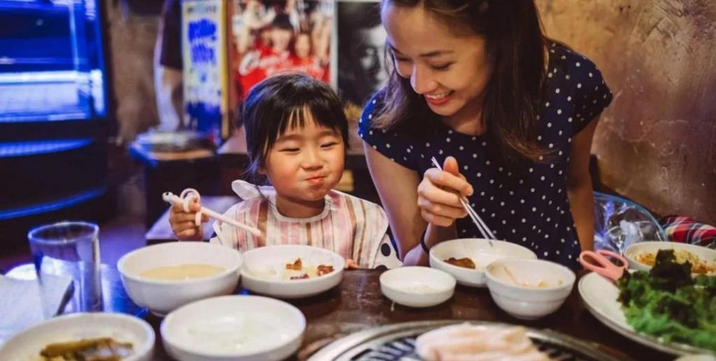 Ребенка держат дома, если воздух на улице слишком грязный: что в воспитании детей в Корее поражает русского человека