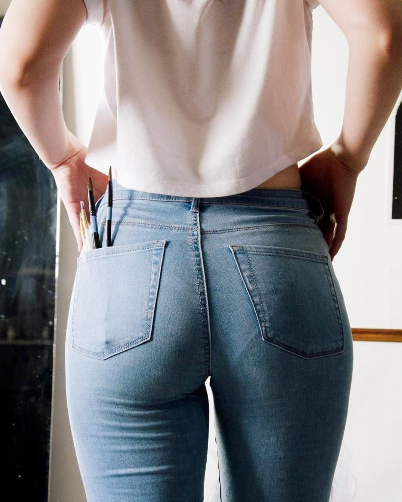 Выделяются трусики под джинсами? Непривычное использование колготок поможет справиться с недоразумением