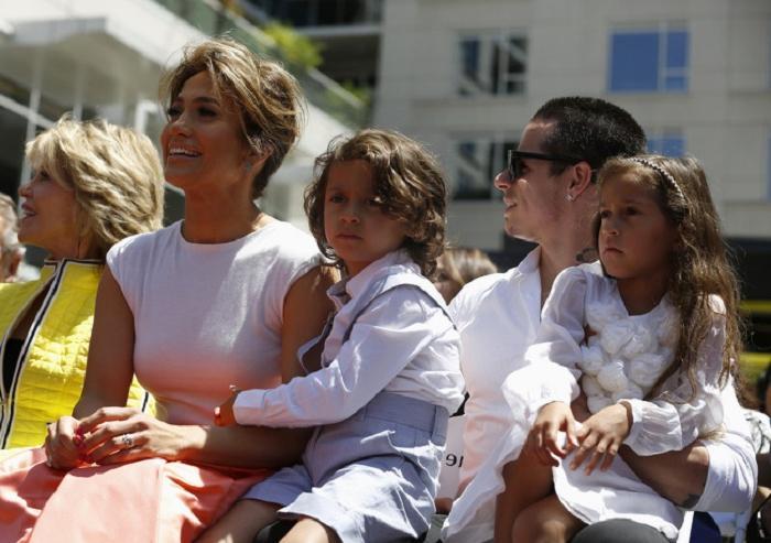 10 звездных семей, где родители строго относятся к детям: дочери Обамы не имеют свободного доступа к телевидению и интернету, а Джулия Робертс не разрешает детям есть сладкое