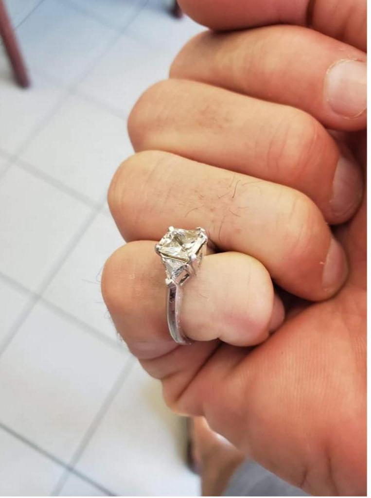 Сны сбываются: женщине приснилось, что она проглотила обручальное кольцо