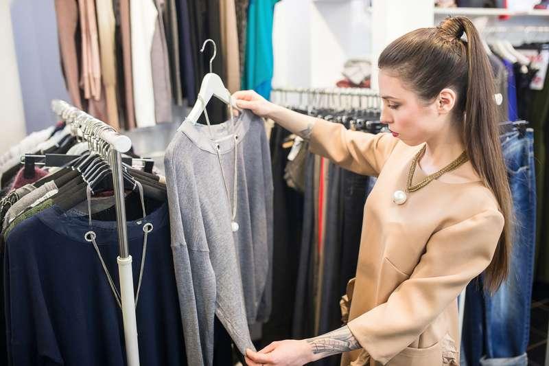 При покупке одежды я всегда смотрю на материал: полиэстер и еще 4 токсичные ткани, которые вредны для здоровья