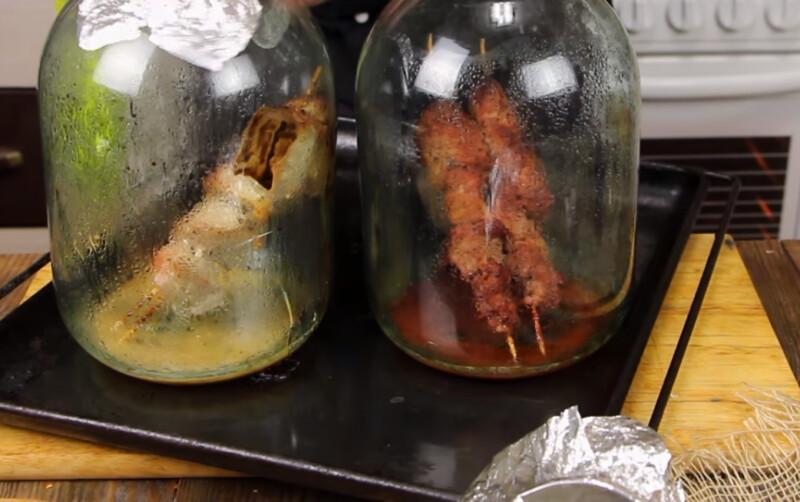 Друг научил мужа готовить в банке шашлык из свинины – действительно вкусно! Но мы пошли дальше и сделали шашлык из курицы: ничем не хуже