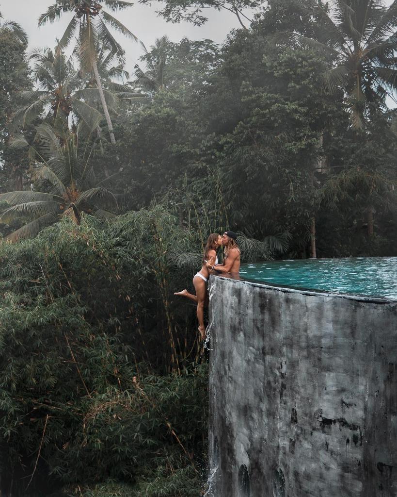 Пара была раскритикована за экстремальные фотографии в Instagram