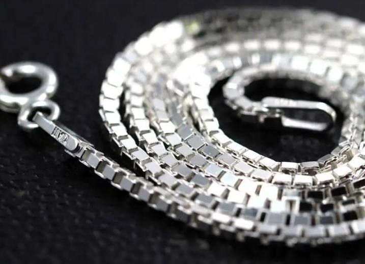 Мне рассказали, как серебряные украшения влияют на здоровье. Теперь ношу их и не снимаю