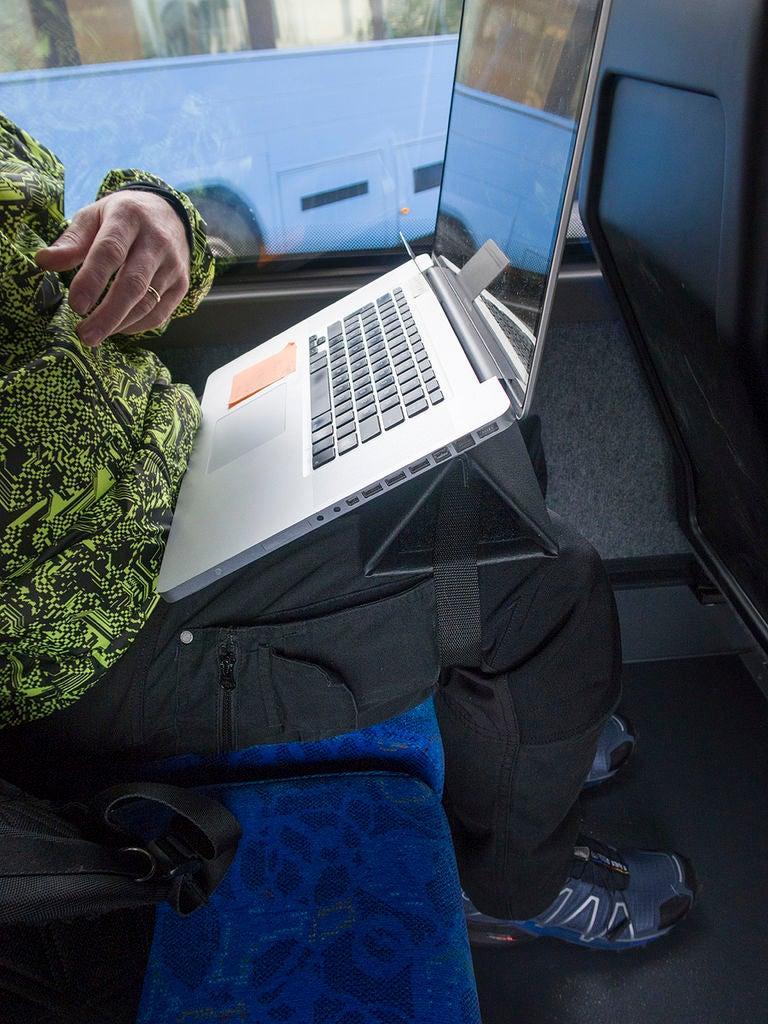 Я много времени провожу в разъездах и мне часто приходится пользоваться ноутбуком в транспорте: для удобства работы я сделал себе специальную подставку