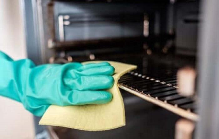 Лимон и уксус помогут быстро и без затрат очистить духовку и микроволновую печь
