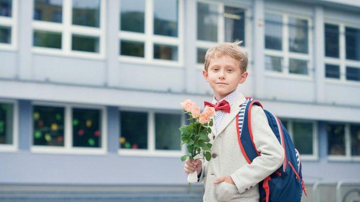 Эксперты предупреждают: выкладывать школьные фотографии детей в социальных сетях может быть опасно